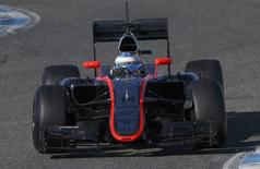 McLaren Formula One racing driver Fernando Alonso of Spain drives his new car MP4-30 during pre-season testing at the Jerez racetrack in southern Spain February 1, 2015. REUTERS/Marcelo del Pozo