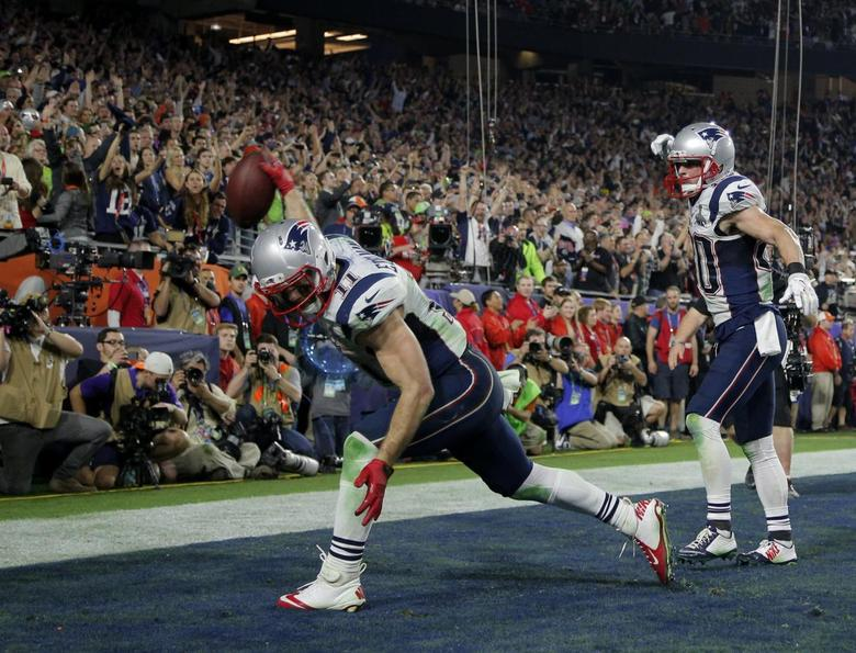 New England Patriots wide receiver Julian Edelman celebrates his fourth quarter touchdown catch against the Seattle Seahawks with teammate Danny Amendola  during Super Bowl XLIX in Glendale, Arizona, February 1, 2015. REUTERS/Brian Snyder