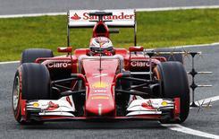 Ferrari testa carro com Raikkonen em Jerez. 03/02/2015.  REUTERS/Marcelo del Pozo