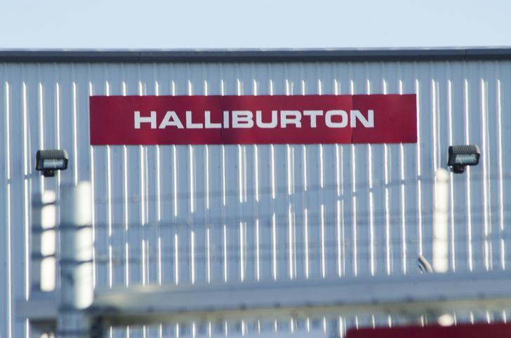 A Halliburton facility sits behind a barbed wire fence on the outskirts of Williston, North Dakota January 23, 2015.  REUTERS/Andrew Cullen