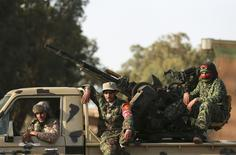 Membros das forças líbias pró-governo em Benghazi, na Líbia, nesta semana. 01/02/2015 REUTERS/Esam Omran Al-Fetori