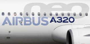 Airbus Group a annoncé jeudi avoir reçu une commande de 100 appareils de la famille A320neo de la part de la compagnie sud-américaine Avianca Holdings. /Photo prise le 25 septembre 2014/REUTERS/Régis Duvignau