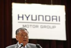 Hyundai Motor Group Chairman Chung Mong-koo speaks at the company's new year ceremony in Seoul January 2, 2015. REUTERS/Kim Hong-Ji