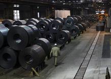 La production industrielle allemande a augmenté de 0,1% (donnée provisoire) en décembre comme en novembre, alors que le marché attendait une progression de 0,4%, selon le ministère de l'Economie qui estime cependant que cela annonce une évolution positive dans les prochains mois. /Photo d'archives/REUTERS/Wolfgang Rattay