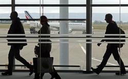 Air France-KLM annonce avoir enregistré un trafic passagers en baisse de 0,5% en janvier et un coefficient d'occupation en recul de 0,9 point à 82,3%. /Photo d'archives/REUTERS/Jean-Paul Pélissier