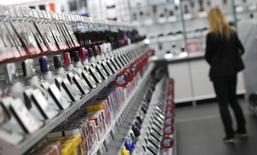 Магазин Media-Saturn в Ингольштадте. 18 сентября 2014 года. Немецкий ритейлер Metro AG сообщил во вторник о превысившей прогнозы квартальной прибыли подразделения потребительской электроники и подтвердил прогноз небольшого роста продаж и прибыли за год. REUTERS/Michaela Rehle