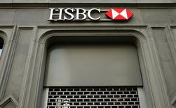 The HSBC bank logo is pictured at a branch office at the Paradeplatz in Zurich, February 10, 2015. REUTERS/Arnd Wiegmann