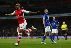 Theo Walcott, do Arsenal, comemora gol contra Leicester City, em Londres, nesta terça-feira. 10/02/2015 REUTERS/Eddie Keogh