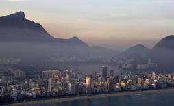 Vista de un sector de Rio de Janeiro. Imagen de archivo, 27 junio, 2014. El Gobierno brasileño probablemente ejercerá su opción de recomprar bonos globales 2040 a partir de agosto de este año, dijo el miércoles el subsecretario del Tesoro, Paulo Valle. REUTERS/Ricardo Moraes