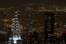 El edificio Chrysler visto desde el Empire State en Manhattan, Nueva York. Imagen de archivo, 4 febrero, 2015. El déficit presupuestario de Estados Unidos se amplió ligeramente en enero, debido en parte al aumento del gasto en servicios sanitarios para los ciudadanos con ingresos más bajos, según datos publicados el miércoles por el Departamento del Tesoro. REUTERS/Carlo Allegri