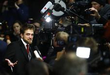 """Ator Robert Pattinson na chegada para exibição de """"Life"""" no Festival de Berlim. 09/02/2015  REUTERS/Hannibal Hanschke"""