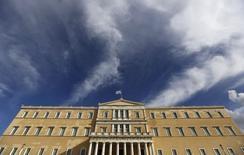 Le Parlement grec, à Athènes. La Grèce n'a pas atteint son objectif d'excédent budgétaire en janvier en raison d'un manque à gagner de plus d'un milliard d'euros, les contribuables ayant retardé le paiement de leurs impôts en attendant les élections anticipées du 25 janvier, selon les chiffres du ministère de Finances. /Photo prise le 25 janvier 2015/REUTERS/Alkis Konstantinidis