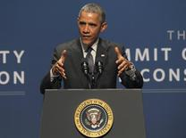 El presidente de Estados Unidos, Barack Obama, habla durante una cumbre de ciber-seguridad en Palo Alto, California, 13 febrero, 2015.  REUTERS/Robert Galbraith