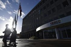 Las oficinas centrales de Tesco en Cheshunt, en el sur de Inglaterra. 8 de enero de 2015. La cadena británica de supermercados Tesco podría recortar hasta 10.000 empleos como parte de sus esfuerzos para frenar una caída de sus ganancias, publicó el diario The Sunday Telegraph. REUTERS/Toby Melville