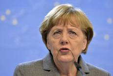 """Канцлер Германии Ангела Меркель на пресс-конференции после саммита лидеров ЕС в Брюсселе. 12 февраля 2015 года. Ангела Меркель считает ситуацию на Украине очень хрупкой и полагает, что путь к устойчивому миру будет """"чрезвычайно трудным"""". REUTERS/Eric Vidal"""