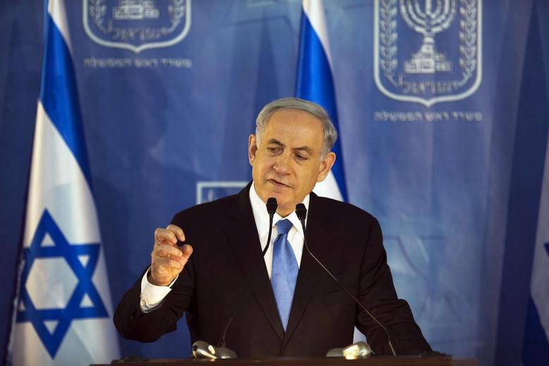 Israel's Prime Minister Benjamin Netanyahu speaks during a handover ceremony at the prime minister's office in Jerusalem, in which the new Chief of Staff Lieutenant-General Gadi Eizenkot replaced outgoing Chief of Staff Lieutenant-General Benny Gantz, February 16, 2015. REUTERS/Ronen Zvulun