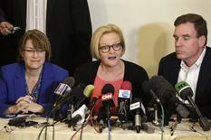 Da esquerda para a direita, os senadores norte-americanos Amy Klobuchar, Claire McCaskill, e Mark Warner, em Cuba. 17/02/2015 REUTERS/Enrique De La Osa