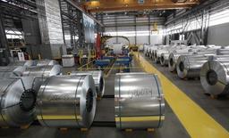 Bobinas de acero en planta del grupo siderúrgico Severstal en Dearborn, Michigan, 21 jun, 2012. Los precios al productor de Estados Unidos registraron una baja récord en enero, afectados por un derrumbe de los costos de energía, apuntando a presiones inflacionarias muy limitadas en el corto plazo. REUTERS/Rebecca Cook