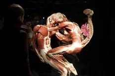 """Exposição  """"Body Worlds"""" permanente no museu Menschen, em Berlim, antes da abertura. 17/2/2015 REUTERS/Stefanie Loos"""