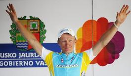 Team Astana's Alexander Vinokourov celebrates winning the third stage of the six day Vuelta del Pais Vasco (Tour of the Basque Country) cycling race in Murgia April 6, 2011. REUTERS/Vincent West
