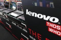 Le gouvernement américain a demandé vendredi aux utilisateurs d'ordinateurs Lenovo de retirer de leurs appareils un logiciel présentant, selon le Département de la Sécurité intérieure, un risque en matière de cybersécurité. /Photo d'archives/REUTERS/Kim Kyung-Hoon