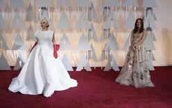 Singer Lady Gaga (L) arrives at the 87th Academy Awards in Hollywood, California February 22, 2015.    REUTERS/Mario Anzuoni