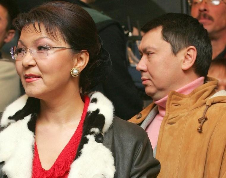 Dariga Nazarbayeva (L), daughter of Kazakh President Nazarbayev, and her husband Rakhat Aliyev are seen in this December 4, 2005 file photo. REUTERS/Shamil Zhumatov/files