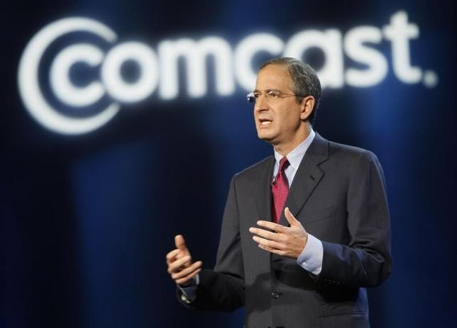 Comcast CEO Brian Roberts speaks at his keynote address at the Consumer Electronics Show in Las Vegas, Nevada January 8, 2008. REUTERS/Rick Wilking
