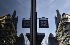 Royal Bank of Scotland accuse une perte de 3,5 milliards de livres (4,8 milliards d'euros) en 2014, conséquence entre autres d'une dépréciation de la valeur de sa filiale américaine Citizens. Un an auparavant, la banque britannique enregistrait une perte part du groupe de neuf milliards de livres. /Photo d'archives/REUTERS/Toby Melville