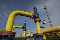 Трубы на территории газового хранилища в Львовской области. 30 сентября 2014 года. Заявления России о возможной остановке поставок газа на Украину не следует воспринимать всерьез, считают аналитики и источники на украинском газовом рынке. REUTERS/Valentyn Ogirenko