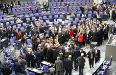German deputies cast their vote on the approval to extend Greece's bailout, during a session of the Bundestag, the lower house of parliament, in Berlin February 27, 2015.                 REUTERS/Hannibal Hanschke
