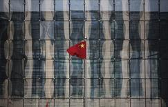 La Chine a exclu certaines des plus grandes marques mondiales du secteur des hautes technologies de la liste officielle des fournisseurs agréés pour les achats publics, tout en homologuant plusieurs milliers de produits de fabrication chinoise, ce que certains considèrent comme une réplique aux révélations récentes sur la cybersurveillance occidentale. /Photo d'archives/REUTERS/Kim Kyung-Hoon