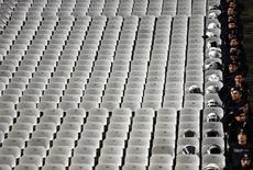 """Полицейские на стадионе в Стамбуле перед началом матча 1/16 финала Лиги Европы между """"Бешикташем"""" и """"Ливерпулем"""". 26 февраля 2015 года. REUTERS/Murad Sezer"""