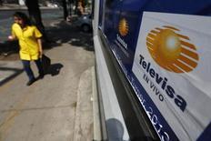 El logo de Televisa en Ciudad de México, abr 29 2014. El gigante de medios y de telecomunicaciones Grupo Televisa dijo el viernes que una largamente esperada oferta pública de acciones de la cadena de televisión estadounidense Univision, de la cual es socio, podría ocurrir en los próximos 12 a 18 meses REUTERS/Tomas Bravo
