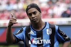Ronaldinho em jogo do Querétaro contra o Guadalajara Chivas.  REUTERS/Alejandro Acosta