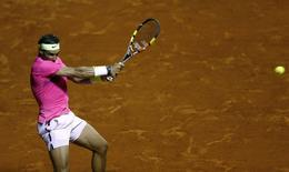 Spain's Rafael Nadal plays a shot during his tennis match against Argentina's Federico Delbonis at the ATP Argentina Open in Buenos Aires, February 27, 2015.   REUTERS/Marcos Brindicci