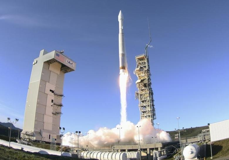 An Atlas 5 ULA (United Launch Alliance) rocket carrying a satellite for the Defense Meteorological Satellite Program is launched from Vandenberg Air Force Base in California April 3, 2014. REUTERS/Gene Blevins