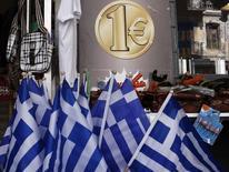Bandeiras da Grécia à venda em loja de Atenas. 2/3/2015 REUTERS/Alkis Konstantinidis