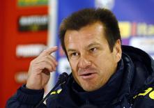Dunga, técnico da seleção brasileira, concede entrevista em Viena. 17/11/2014. REUTERS/Leonhard Foeger