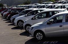 Carros estacionados no pátio da fábrica da General Motors em São José dos Campos,  interior de São Paulo. 23/02/2015 REUTERS/Roosevelt Cassio