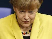 Канцлер Германии Ангела Меркель на заседании Бундестага. Берлин, 27 февраля 2015 года. Ангела Меркель сказала, что будет давить на власти России с целью добиться гарантий свободы слова от Кремля, яростный критик которого Борис Немцов был застрелен в центре Москвы на прошлой неделе. REUTERS/Hannibal Hanschke
