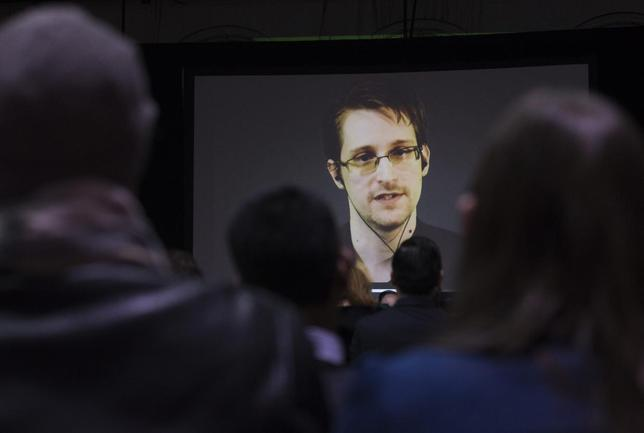 Former U.S. National Security Agency contractor Edward Snowden appears live via video during a student organized world affairs conference at the Upper Canada College private high school in Toronto, in this file photo taken February 2, 2015.  REUTERS/Mark Blinch
