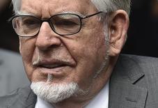 O artista Rolf Harris chega a um tribunal em Londres, no ano passado. 04/07/2014 REUTERS/Toby Melville