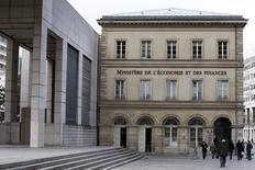 Le ministre des Finances Michel Sapin a déclaré que le déficit public français se révélerait inférieur en 2014 à l'objectif prévu de 4,4% du PIB.  /Photo d'archives/REUTERS/Charles Platiau