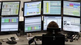 Les investisseurs se montrent optimistes pour les entreprises européennes cette année, les sociétés devant bénéficier de l'affaiblissement de l'euro et de la baisse des cours des matières premières après des résultats 2014 jugés encourageants malgré une forte distorsion sectorielle. /Photo d'archives/REUTERS/Remote/Amanda Andersen