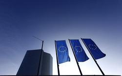 La Banque centrale européenne (BCE) lancera lundi prochain, le 9 mars, la mise en oeuvre de son nouveau programme d'achats d'obligations d'Etat sur les marchés financiers, destiné à soutenir la croissance et à faire remonter l'inflation dans la zone euro. Ces achats se poursuivront jusqu'en septembre 2016 au moins. /Photo prise le 21 janvier 2015/REUTERS/Kai Pfaffenbach