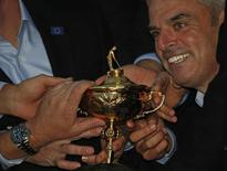 Paul McGinley pose for a group photograph with the Ryder Cup after the closing ceremony of the 40th Ryder Cup at Gleneagles in Scotland September 28, 2014  REUTERS/Phil Noble