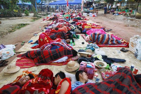 Burma Slave Pen: poLICE arrest five student protesters in town near Yangon  ?m=02&d=20150306&t=2&i=1030018363&w=&fh=&fw=&ll=580&pl=378&r=LYNXMPEB2507L