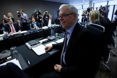 Manitoba Premier Greg Selinger waits for the start of a meeting of provincial and territorial premiers in Ottawa January 30, 2015. REUTERS/Chris Wattie
