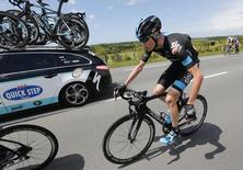 Team Sky rider Christopher Froome of Britain cycles among the pack after crashing during the 163.5 km fourth stage of the Tour de France cycling race from Le Touquet-Paris-Plage to Lille July 8, 2014.                  REUTERS/Jean-Paul Pelissier